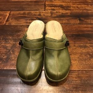 Clarks Women's Green Mules Sz 7.5 M Good Condition
